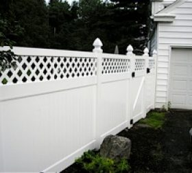 White vinyl privacy fence with latticed top