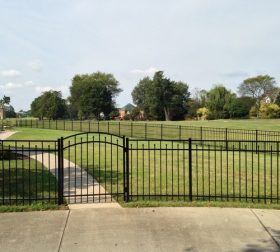 Aluminum fence with arched gate, style C